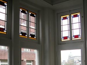 De paneeltjes zijn geplaatst, mooi zo,n opdracht in Amsterdam.
