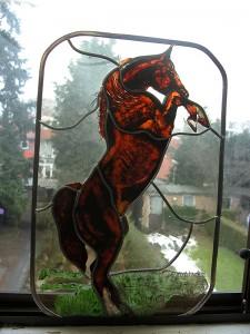 paradepaard, naar een foto van een eigen paard klant. Brandschilderwerk