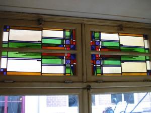 Reparatie en opnieuw verloden van de panelen van het café Oranje Koffiehuis