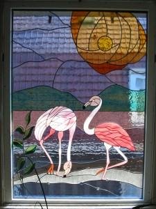 flamingo,s, eigen ontwerp, combinatie met tiffany. Glas omvat met koperfolie en daarna aan elkaar gesoldeerd.
