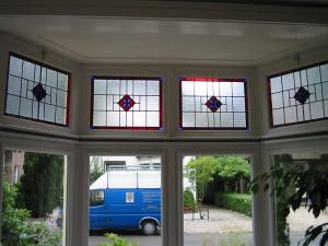 Franse lelie, panelen nieuw gemaakt na bestaand glas in lood in huis.