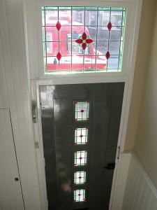 Raampjes in de voordeur heb ik zelf bedacht na het voorbeeld in de woning, eerst zat er gewoon blank glas in.