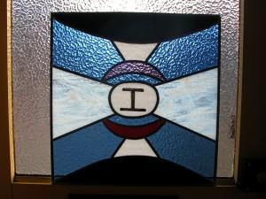 De Letter I, brandschilderwerk combinatie glas in lood.