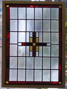 oud glas in lood motief, met sein rode rand