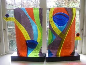 glaskunst fusing , het samensmelten van blank en of gekleurd glas op hoge temperatuur in een glas oven.