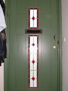 ruitmotief in voordeur, mooi geheel.