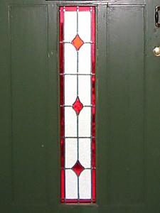 ruitmotief in voordeur, voor vervanging van blank glas wat er oorspronkelijk in zat.