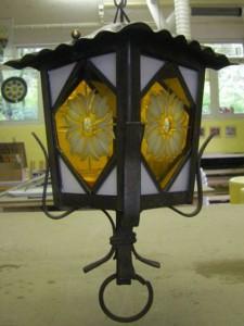 glas in lood lantaarn met geëtste rozetten