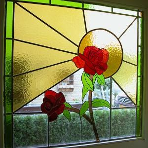 roosmotief met zon in buitendeur, eigen ontwerp
