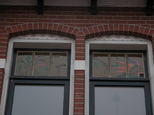 Brandschilderwerk na Oma,s servies van de opdracht gevers.