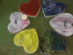 stapstenen harten, combinatie glas, brand schilderwerk en beton.