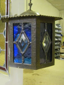 glas in lood lantaarn met glasjuweel