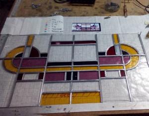glas in lood raam naar bestaand model op basis van een tekening van art deco panelen in huis in Utrecht