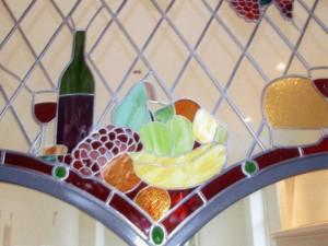 glas in lood combinatie met tiffany in ijzeren frame tussen kamer en keuken; eigen ontwerp Veronica