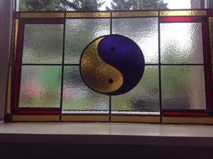 eigen ontwerp, yin-yang ramen als voor hang ramen tegen de inkijk van de straat!