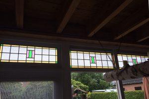Aanbouw keuken nu met glas in lood, naar het voorbeeld dat er al in 't huis zit
